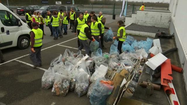 test100 sacs poubelle remplis en 2h par des volontaires d'in BW