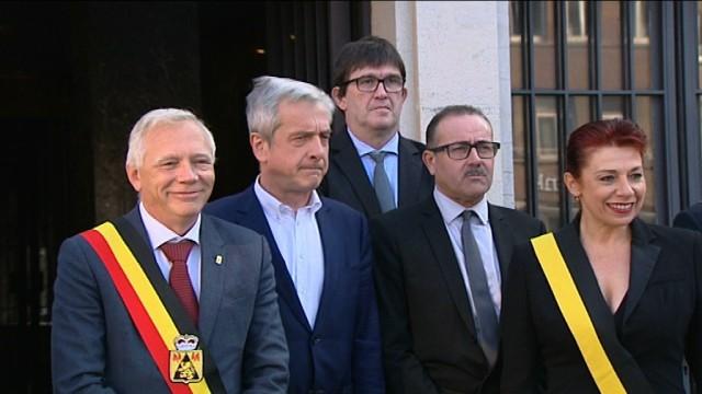 Le Gouverneur accueilli...en chanson à Nivelles