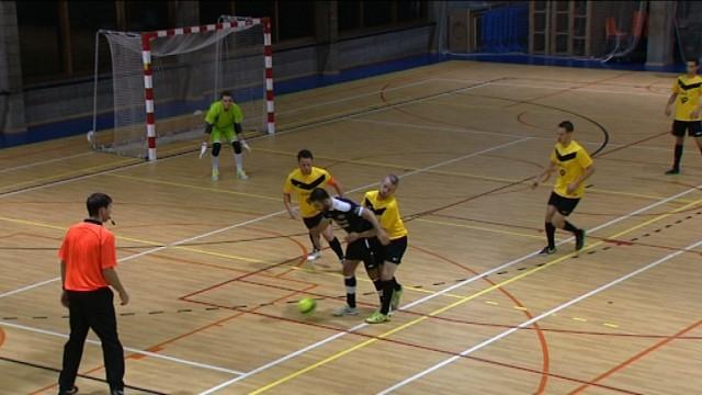 testLe derby wavrien de foot en salle dans Gradins