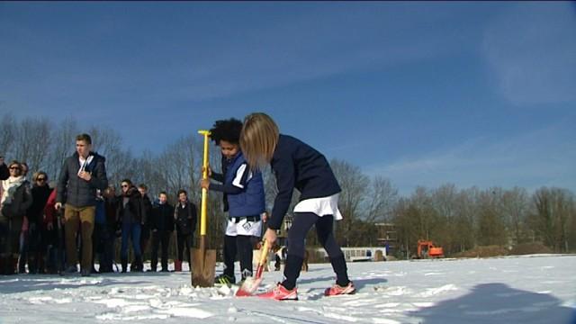 testPremiers coups de pelle pour les terrains du Louvain-la-Neuve Hockey Club