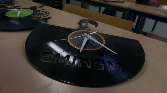 testTransformer des vinyles en horloges, la bonne idée de ces collégiens du Christ-Roi