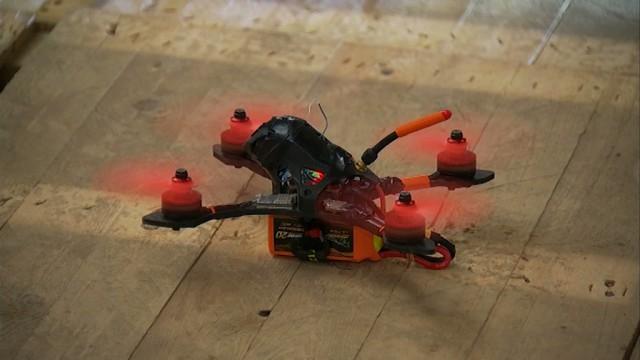 testSpectaculaire : des courses de drones dans l'usine désaffectée d'Arjo Wiggins à Nivelles !