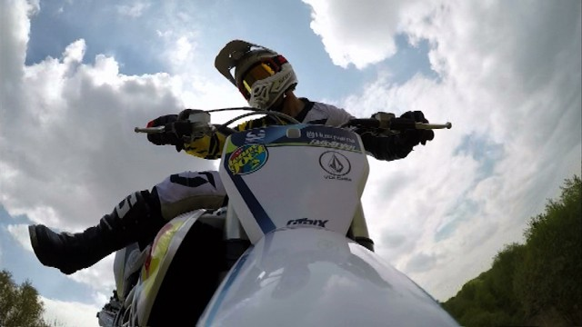 Freestyle motocross : portrait de Julien Vanstippen