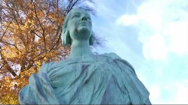 15 ans après sa mystérieuse disparition : Court-St-Etienne inaugure un nouveau buste de la Reine Astrid