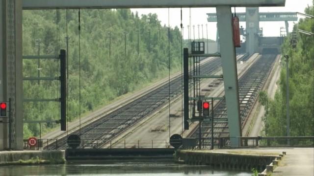testNous vous emmenons en croisière sur le canal Charleroi-Bruxelles au départ d'Ittre