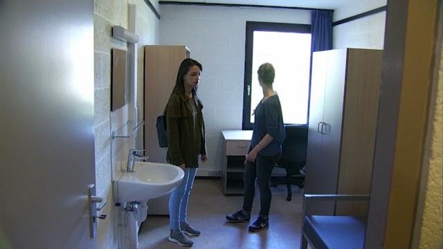 Une nouvelle étudiante découvre son kot à Louvain-la-Neuve