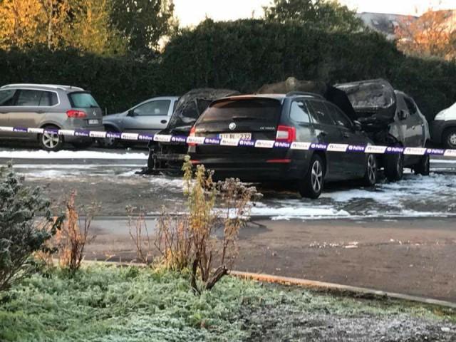 Cinq véhicules incendiés à Genappe : que s'est-il réellement passé ? (Témoignages)