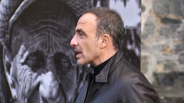 Nikos Aliagas, l'animateur de TF1, expose ses photos à Villers-la-Ville !