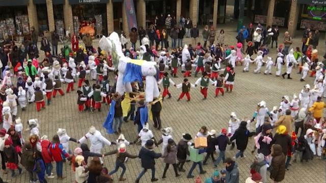 Le Blanc T'chfau brûlé, Louvain-la-Neuve lance la saison des carnavals