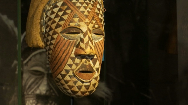 Carnaval : les coiffes et les costumes envahissent le Musée L à Louvain-la-Neuve