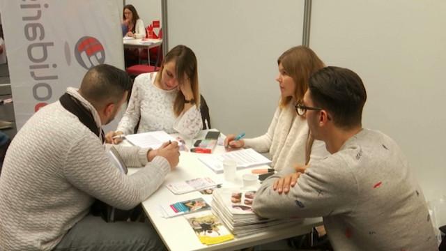 testDeuxième édition du salon 'Un job à ta porte' : Près de 650 visiteurs sont venus rencontrer les employeurs à Tubize
