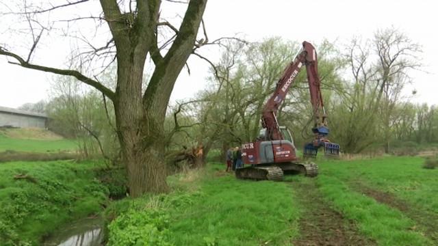 testUn chantier pour entretenir la Thines et éviter les inondations