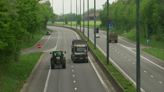 Les tracteurs, ces mal-aimés de la N25 !