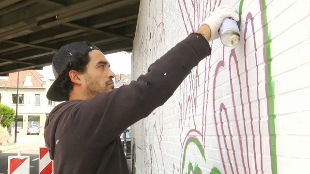 testUne nouvelle fresque redonne des couleurs à un pont d'Ottignies