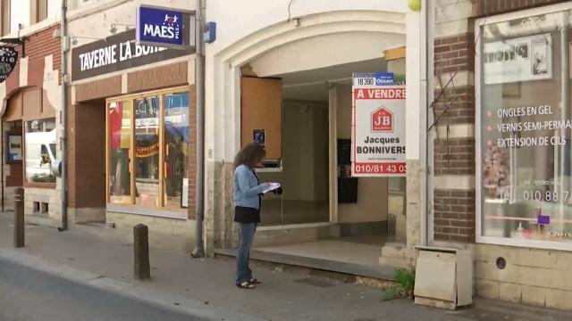 Immersion à Jodoigne Les Commerces Inoccupés Dans La Rue