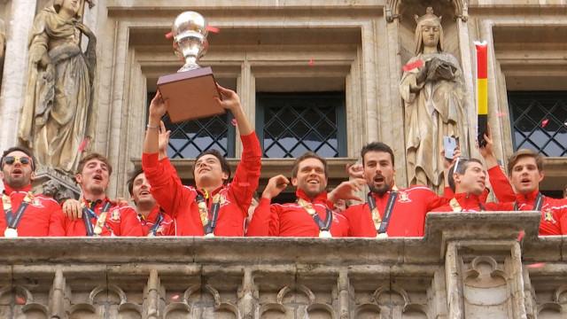 Ambiance de folie sur la Grand Place pour les Red Lions !