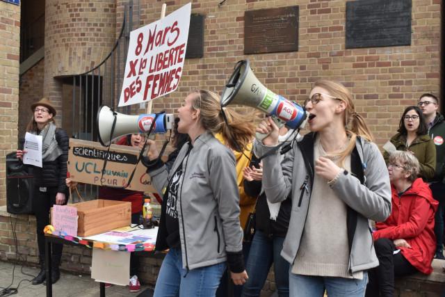 testJournée des Femmes : 400 citoyens dans les rues de Louvain-la-Neuve