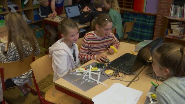 testConstruction et programmation de robots à l'école Sainte-Agnès à Rixensart