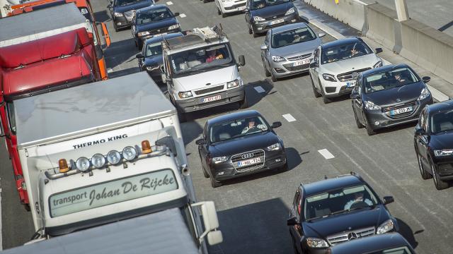 Accident entre deux camions sur le ring 24 à Nivelles : chaussée fermée vers le Shopping