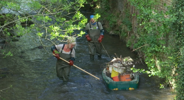 Toujours plus de lingettes repêchées dans nos rivières