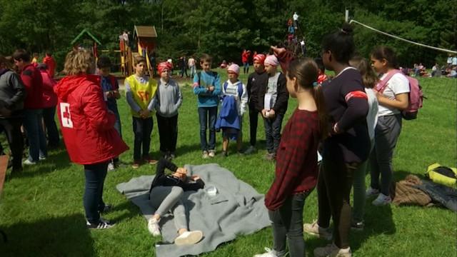 500 écoliers découvrent les missions de la Croix-Rouge