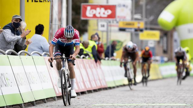 Le départ de la 5e étape du Binck Bank Tour donné à Louvain-la-Neuve