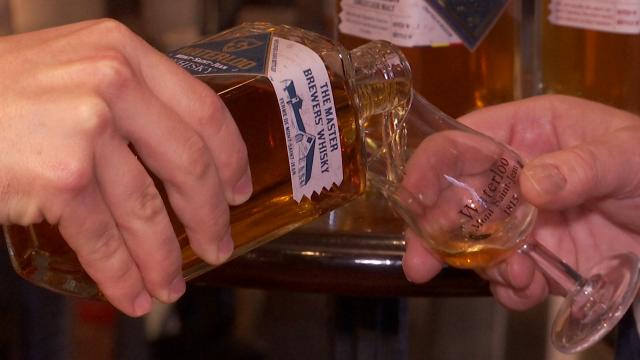 Le premier whisky de la Ferme de Mont-Saint-Jean à Waterloo... est prêt