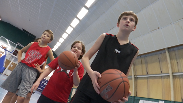Stage de basket à Waterloo : une bouffée d'oxygène pour les jeunes
