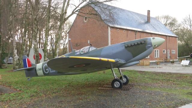 testArrivée d'une réplique de Spitfire au musée du 1er Wing à Beauvechain