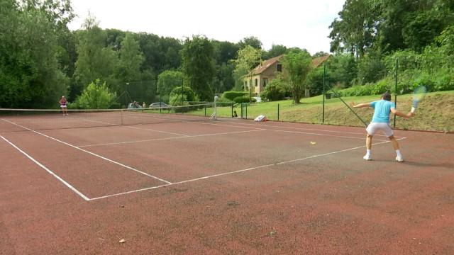 Des particuliers louent leur terrain via le site Captain Tennis