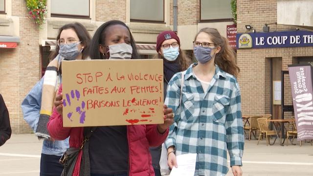"""test200 personnes réunies contre les agressions sexuelles à Louvain-la-Neuve : """"Pas une de plus !"""""""