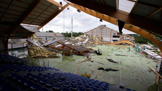 test23 juin 2016 : le hall sportif de Jodoigne s'envole. Le phénix renaît de ses cendres !