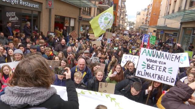9e marche pour le climat : plus de 4000 étudiants et professeurs dans les rues de LLN