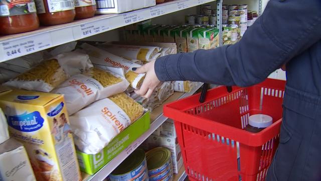 testCroix-Rouge : Beaucoup plus de demandes pour l'aide alimentaire