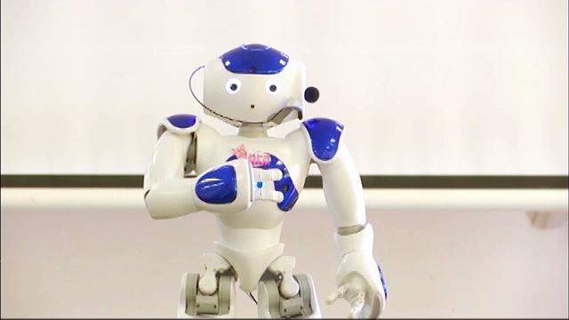 """Le robot Nora arrive à la résidence """"Le Gibloux"""" à Waterloo"""