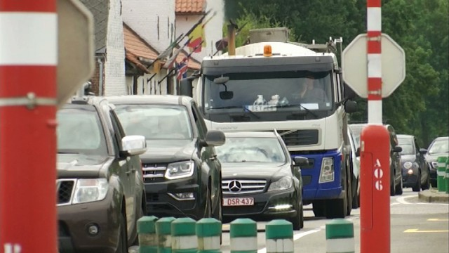 L'oubli du clignotant, squatter la bande du milieu sur l'autoroute : voici ce qui vous irrite sur la route !