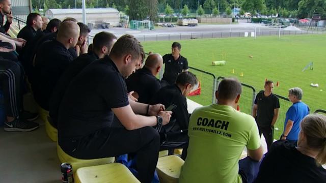 Football: des entraîneurs européens venus se former à Wavre