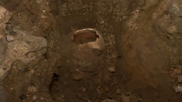 Des os humains découverts sous l'église de Tilly