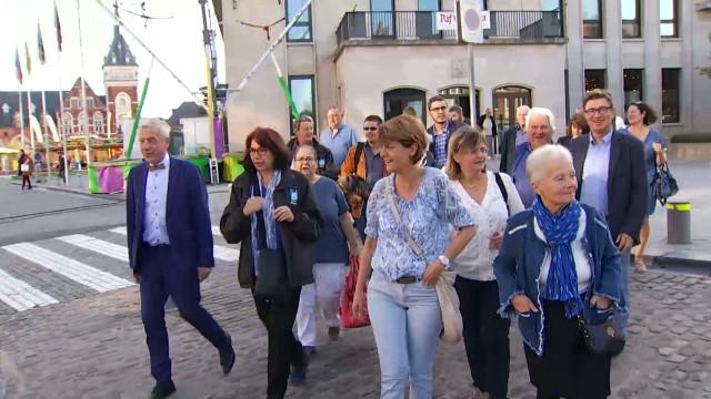 test Veille du scrutin : les candidats se sont baladés sur le marché de Nivelles