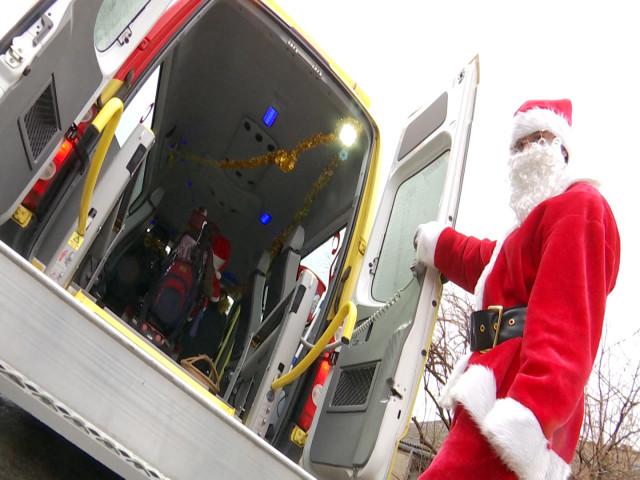 test Bus décoré et Père Noël chauffeur
