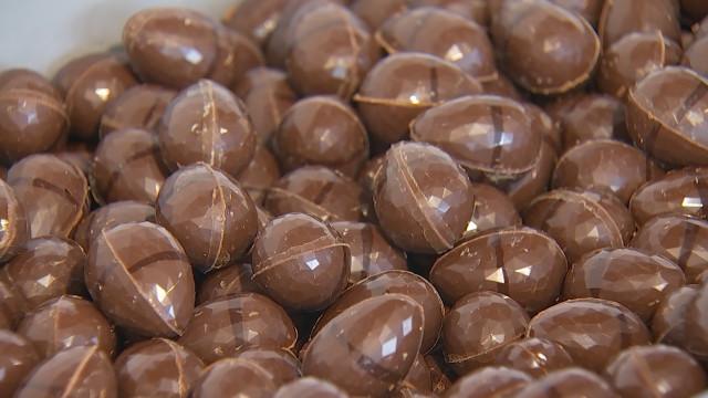 Les oeufs de Pâques artisanaux de Bernard Schobbens, le chocolatier qui monte