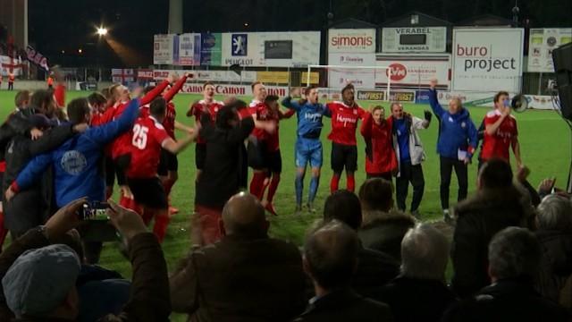 test300 supporters rebecquois au stade Machtens pour fêter la victoire face au RWDM