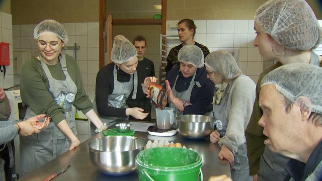 Blanche chante et cuisine pour l'asbl Horizons Neufs de Louvain-la-Neuve