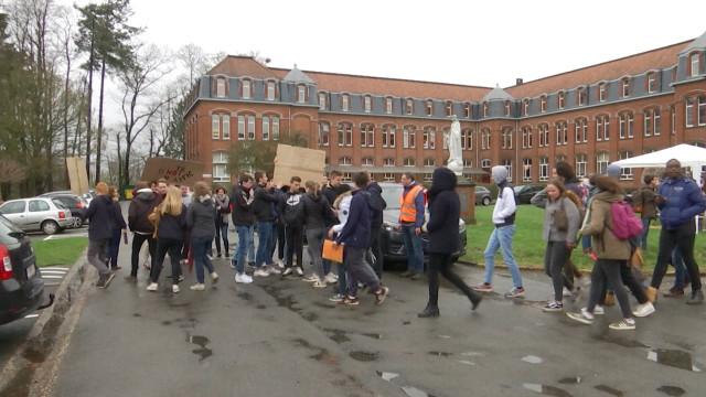 Braine-l'Alleud: un millier d'élèves de la Vallée Bailly ont marché pour le climat