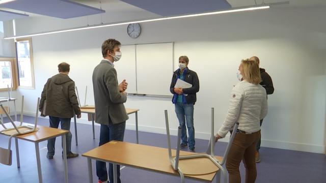 testDerniers préparatifs pour la reprise des cours à l'IPES de Tubize