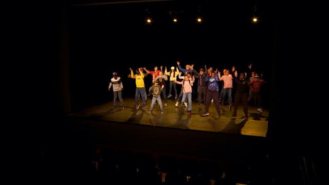 testDes élèves de l'école communale de Bourgeois danse dans le cadre de la semaine du commerce équitable