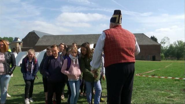 Des élèves découvrent le quotidien des campements napoléoniens