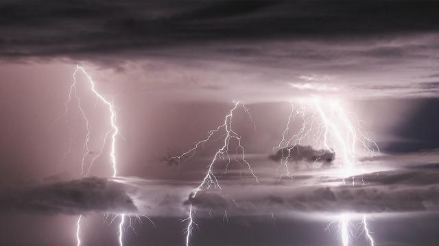 Des pluies diluviennes s'abattent sur le Brabant wallon : l'orage en images