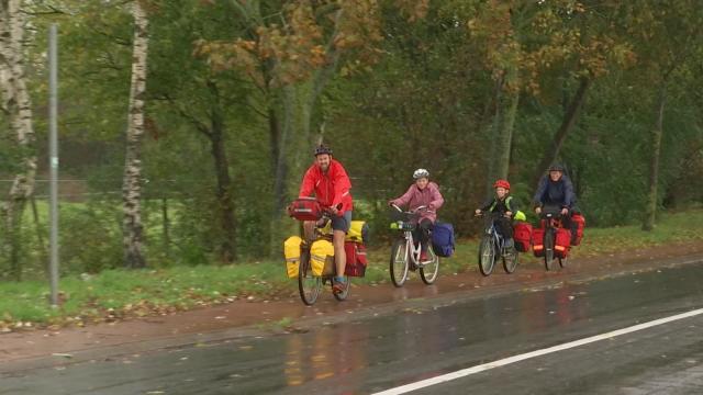 """Des Québécois visitent l'Europe à vélo : """"La Belgique, c'est beau mais c'est surtout bon !"""""""