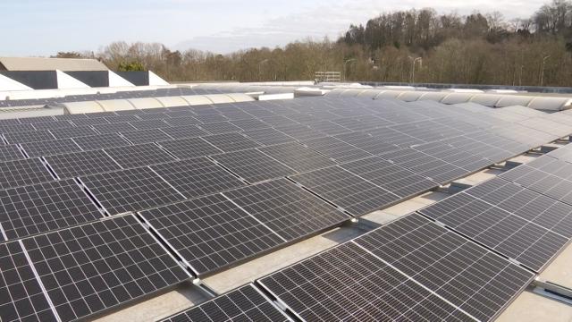 test769 panneaux photovoltaïques installés sur les toits d'AXEDIS